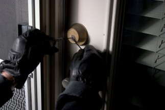 burglar-picking-lock-1024x682
